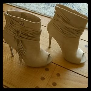 Toeless heeled boots